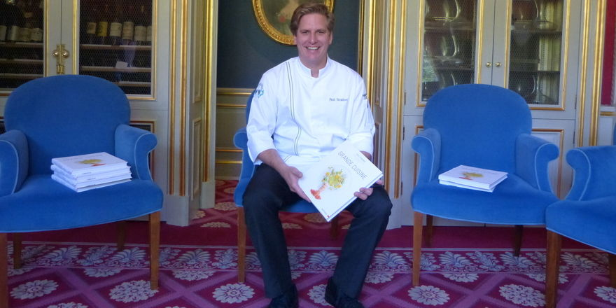 Der Koch und sein Buch: Ein glücklicher Paul Stradner in Brenners Park-Restaurant
