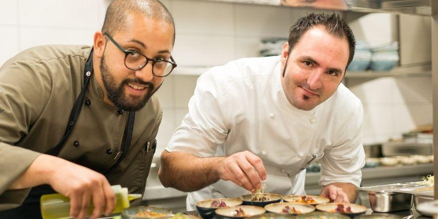 Gut vorbereitet: Souschef Mohamed Agouni (links) und Kempinski-Küchenchef Stefanos Melianos freuen sich auf das neue Restaurant Levante