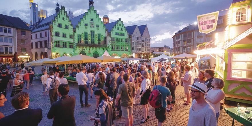 Eine Stadt sieht grün: Passend zum kulinarischen Motto war auch die Frankfurter Altstadt abends beleuchtet.