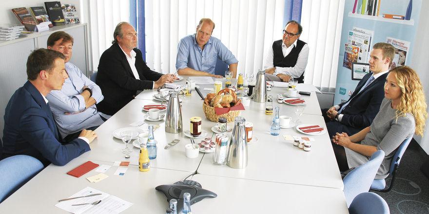 Gesprächsrunde: (von links) Martin Darbo, Markus Bottler, Alexander Sego, Christoph Aichele, Holger Zwink, Moritz Schmitt und Sonja Vix.