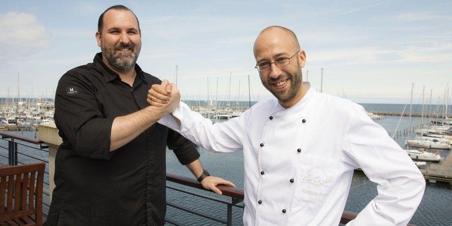 Küchenchef-Team der Yachthafenresidenz: André Münch und Matthias Stolze leiten die Küchen in der Hohen Düne