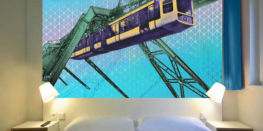 Zentrales Element im Marketing: Die B&B Hotels setzen in Wuppertal auf die dortige Schwebebahn