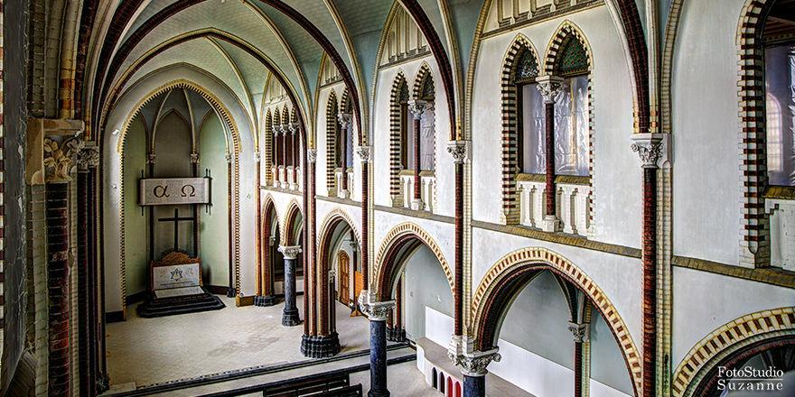 Monastery Hotel Koningsbosch: 100 Zimmer in neugotischem Stil