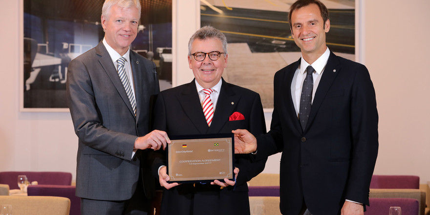 Chefs mit Kooperationsvertrag: (von links) Thomas Willms, Joachim Marusczyk und Alexandre Gehlen
