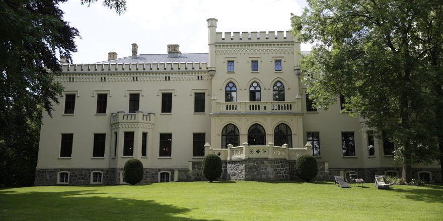 Neues Leben hinter alten Mauern: Schloss Reichenow ist jetzt wieder ein Hotel.