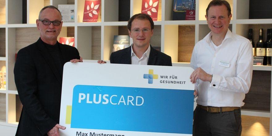 Gemeinsam für Gesundheit: Frank Wennmachers von Wir für Gesundheit, Parkhotel-Chef Peter Gebhardt und Helios-Klinikgeschäftsführer Dr. Niclas Gruse (v.l)
