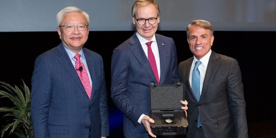 Feierlich in Cannes: (von links) Ted Teng, Frank Marrenbach und Andrea Kracht