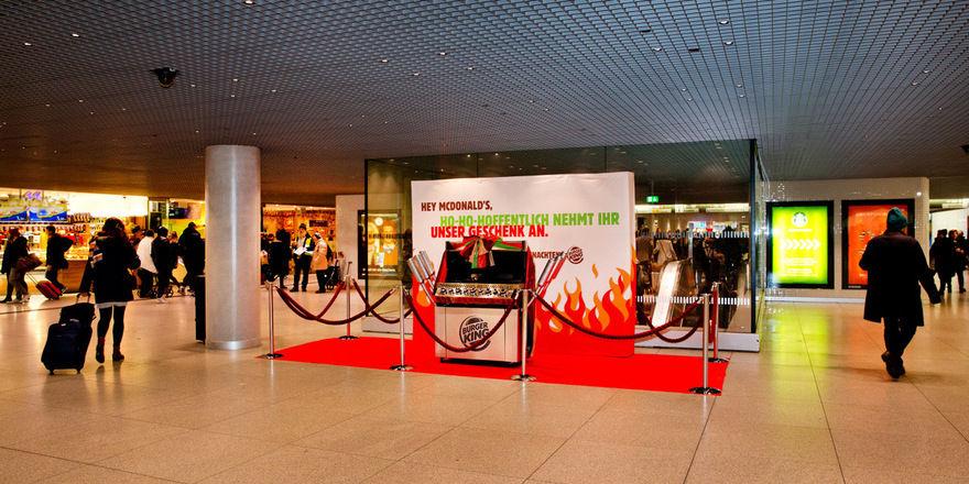 Zur Abholung bereit: Der Flame Grill als Weihnachtsgeschenk für McDonald's.