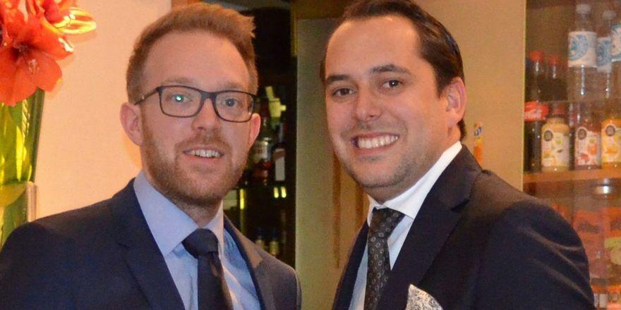 Magnus Schwartze und Daniel Gust (r.) tauschen bei Derag Livinghotels ihre Positionen.