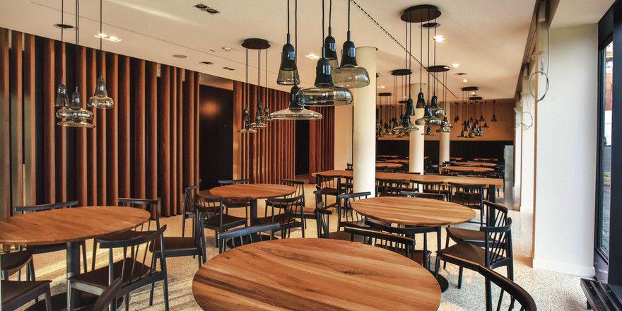 im zeitf r treffen sich politiker und b rger allgemeine hotel und gastronomie zeitung. Black Bedroom Furniture Sets. Home Design Ideas