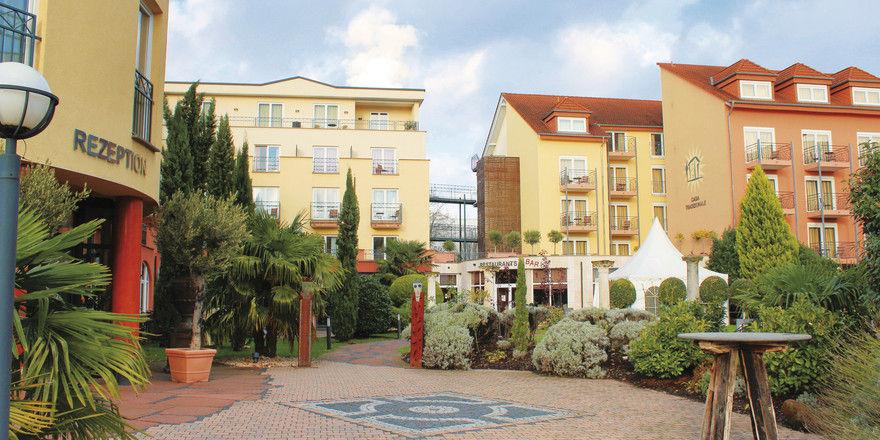 Terrakotta und sonniges Gelb: Das südländische Flair der Villa Toskana zieht sich durch alle Häuser der Anlage.