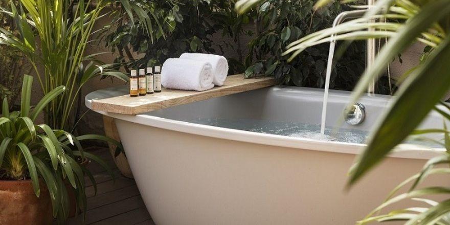 Oberklasse: Im Hotel Alexandra sind freistehende Badewannen Standard