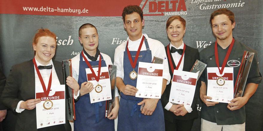 Die stolzen Delta-Cup-Sieger: (von links) Henrike Schwarten, Louisa Friese, Alexander Hoffmann, Jeanne Beck und Tim Stumpf.