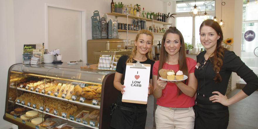 Fitness-Gastronomie mit einer guten Portion Charme: Jasmin Mengele (Mitte) und ihre Mitarbeiterinnen freuen sich über regen Zuspruch