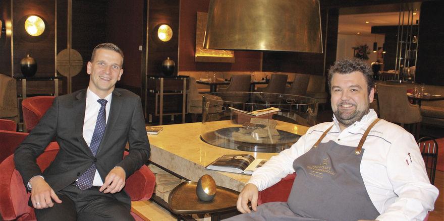 Hoteldirektor Steffen Eisermann (links) und Chefkoch Sebastian Prüßmann: Im neuen Gastro-Angebot geht es um Grill, Soul, Health und eine natürliche Balance statt disziplinierter Enthaltsamkeit.