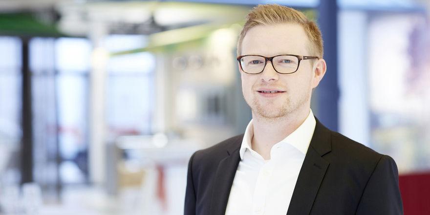 """Jan Kattenbeck soll mit seinem Team das Projektgeschäft bei markilux rund um das Thema """"Großflächenbeschattung"""" für die Gastronomie und Hotellerie ab 2018 weiter ausbauen."""