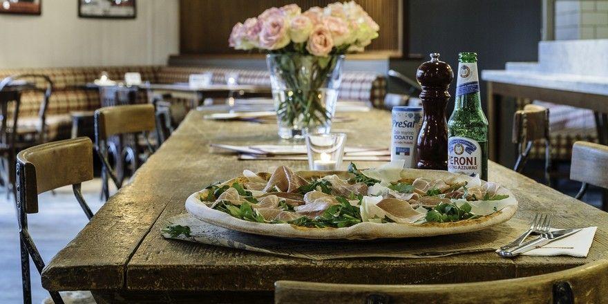 Übergroße Pizzen: Dafür steht das Konzept L'Osteria