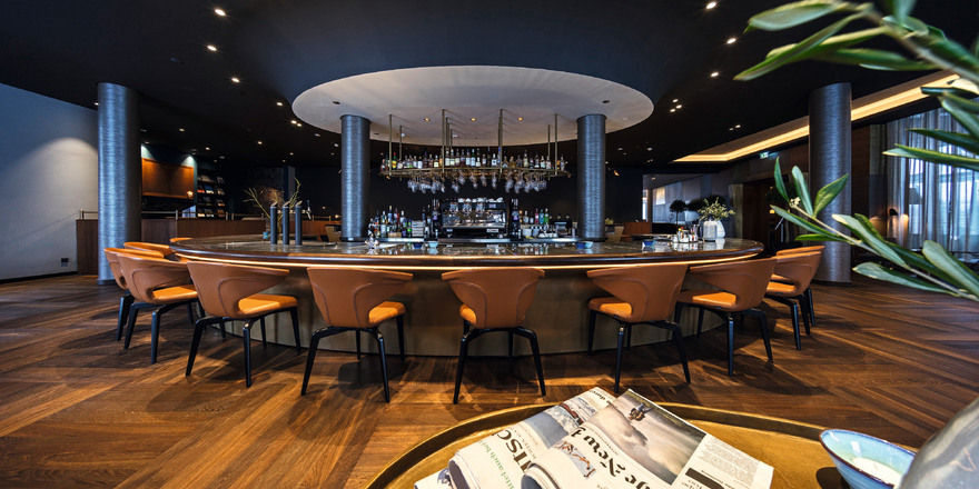 Inmitten der Lounge: Die Bar des Infinity Hotels Munich