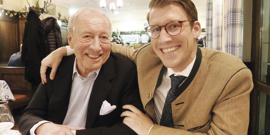 """Erfolgreiche Gastronomen: Der neue Löwenbräukeller-Wirt Ludwig Reinbold (30) mit seinem Vater, Wiesn-Wirt Eduard """"Edi"""" Reinbold (75)"""