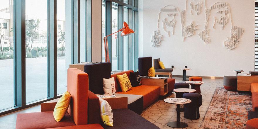 Setzt auf Farbe: Das Design der Lobby im Zabeel House Mini in Dubai