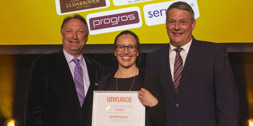 Glückliche Siegerin: Astrid Krauß mit Jürgen Gangl (links) und Rolf Westermann