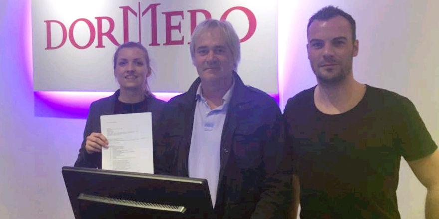 Geschäftspartner: (von links) Dormero-CCO Manuela Halm, Ralph Donnermann und Fabian Fernekess, Geschäftsführer der Dormero Deutschland Betriebs GmbH