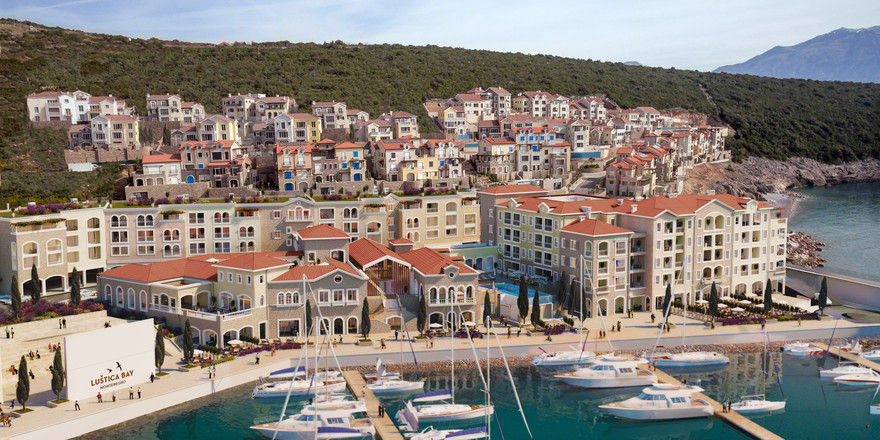 Traumhafte Urlaubsdestination: Lustica Bay in Montenegro.