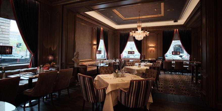 Im Stil eines Salons aus dem 19. Jahrhundert: So zeigt sich das neue Restaurant im Regent Berlin