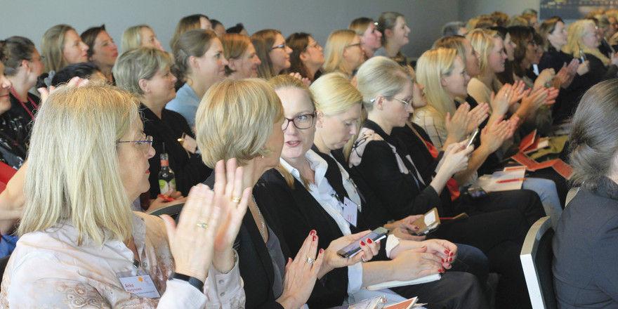 Viel Applaus und gute Stimmung: Rund 200 Teilnehmerinnen tauschten sich in Frankfurt aus