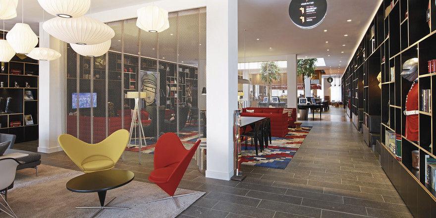 Die neue Sprache der Luxushotellerie: Citizen M – Tower of London bietet außer der tollen Lage sehr großzügige öffentliche Bereiche. Die Zimmer jedoch sind klein. Foto Hotel