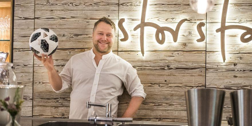 Bald geht's los: Anton Schmaus kocht während der WM für Jogis Jungs