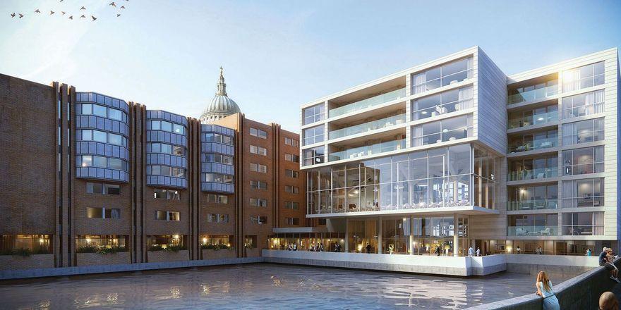 Große Glasfronten: Das The Westin London City mit Blick auf eine Wasseranlage im Innenhof (Rendering)