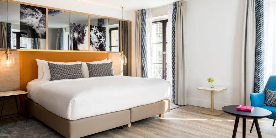 Moderner Retro-Chic: Eines der frisch renovierten Zimmer im Renaissance Paris Vendome Hotel