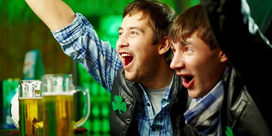 Stimmungsmacher im Lokal: Fußballfans sind bald in Partylaune