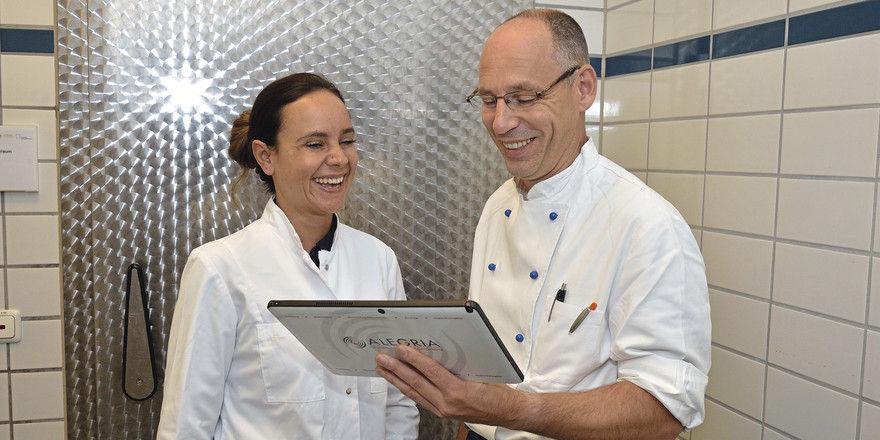 Grund zur Freude: Eine passende App, hier Q-Kiss, stellt Köche und Kontrolleure zufrieden.