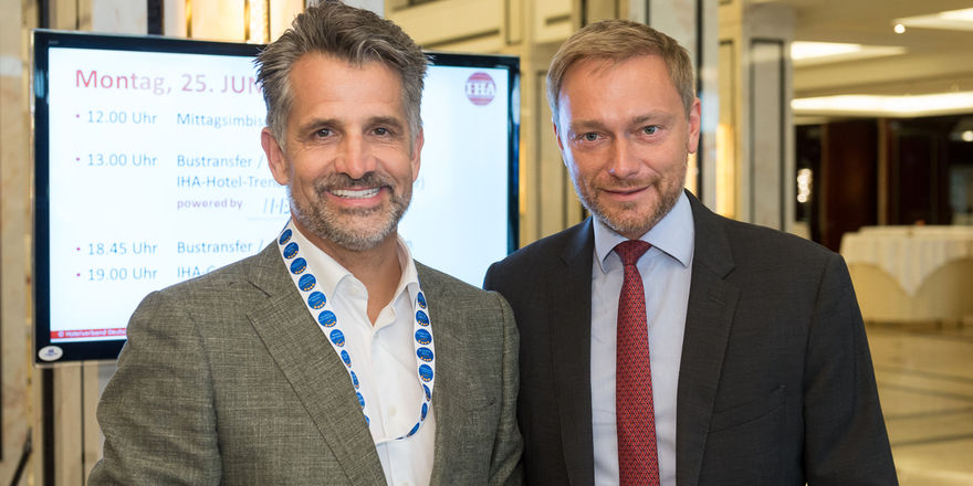 Lindner-Doppel in Berlin: Otto (links) und Christian Lindner beim IHA-Kongress in Berlin
