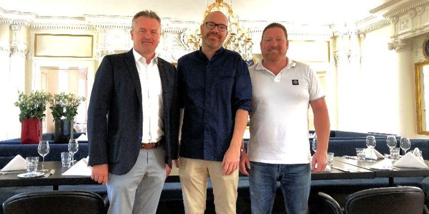 Starkes Trio: Die Geschäftsführer Alexander Scholz (links) und Jochen Bayer (rechts) sowie Sternekoch Stefan Gschwendtner