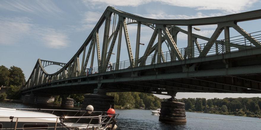 Verbindet: Die Glienicker Brücke in Potsdam