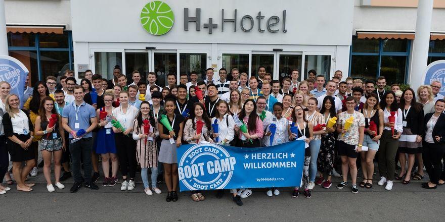 Freude pur: 79 junge Menschen haben ihre Ausbildung bei H-Hotels begonnen