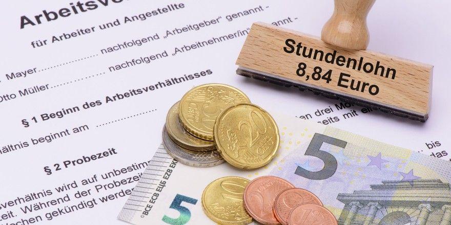 Achtung Kontrolle: Zoll überprüft, ob Arbeitgeber den Mindestlohn in Höhe von 8,84 Euro pro Stunde tatsächlich zahlen