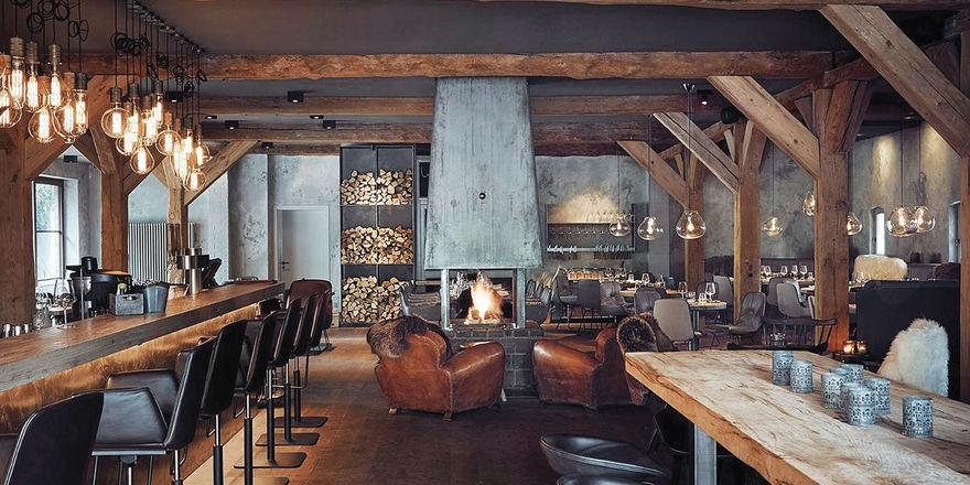 Gemütlich: Das Restaurant ist in einem ehemaligen Pferdestall untergebracht. Beim Umbau wurden Dachbalken freigelegt und ein Kamin installiert.