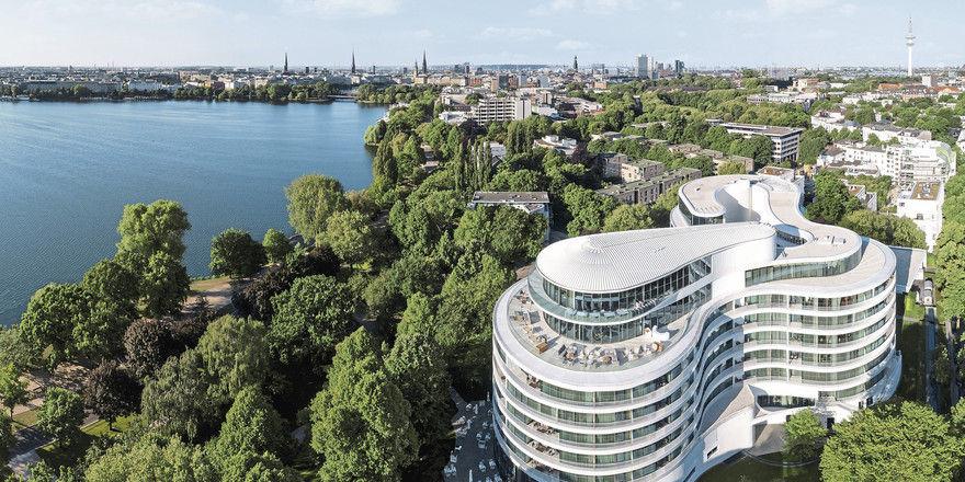 The Fontenay in Hamburg: Ausgefallene Architektur und Alsterblick.