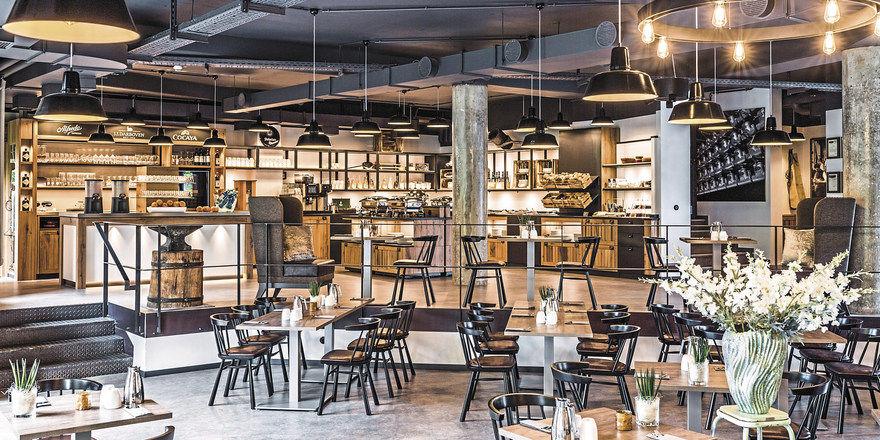 Symphonie in Schwarz und Holz: Das Restaurant Zur Gießerei im Best Western Plus Parkhotel Velbert strahlt trotz Industrie-Look viel Wärme aus.