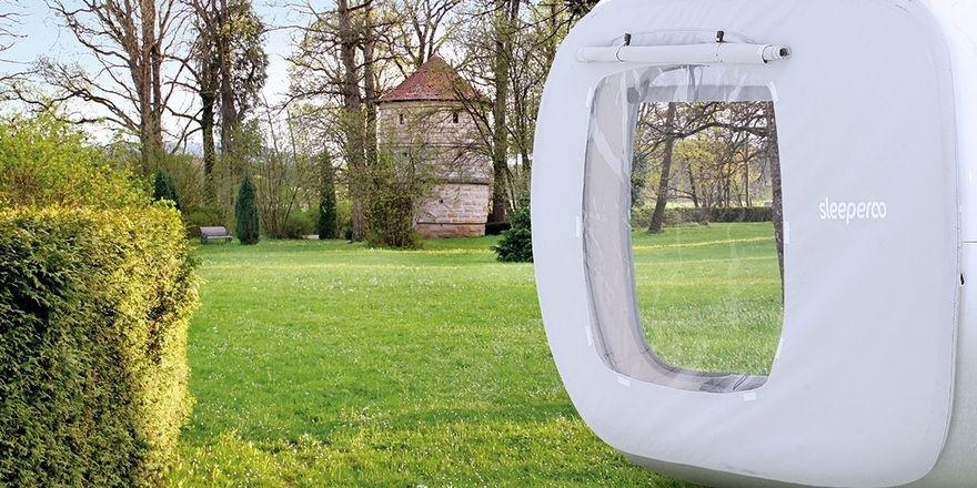 Auftritt für Sleeperoo: Schlaf-Kubus im Schlosspark des Dormero Schlosshotel Reichenschwand