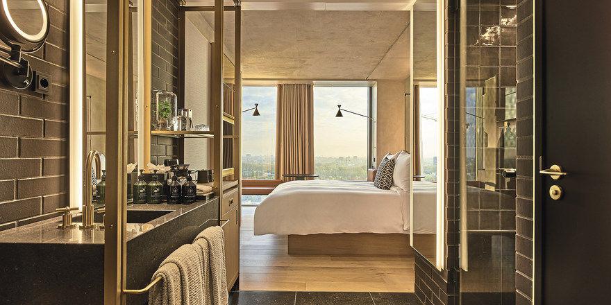 Zimmer im QO Amsterdam: Das Hotel wurde in München ausgezeichnet