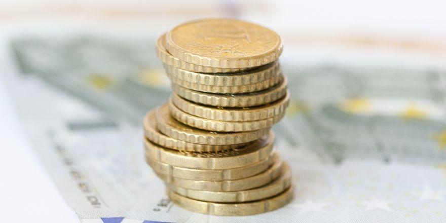 Aufs Geld gucken: Die AHGZ gibt Tipps bei der Beschäftigung von Ehepartnern
