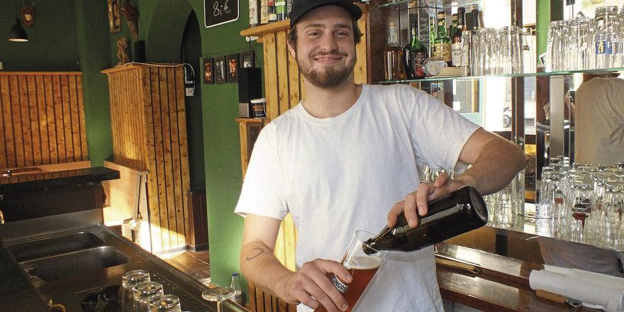 Glücklich: Der 22-jährige Luca Meenen führt die Bumsvoll Bar in München