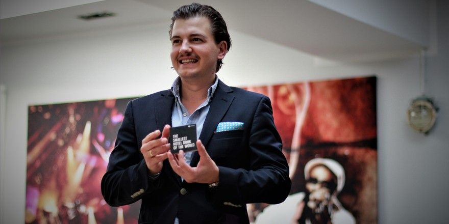 Mini-Büchlein im Fokus: Unycu-Chef Johannes Fritz Groebler