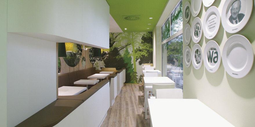 Neuer Look: Grün- und Weißtöne, grafische Elemente und eine Tellerwand prägen die Restaurants