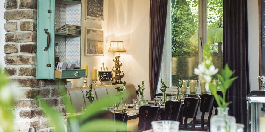 Le Bistrot 99 in der Aachener Straße in Köln: Französisch-lockeres Flair statt gediegener Restaurant-Atmosphäre.